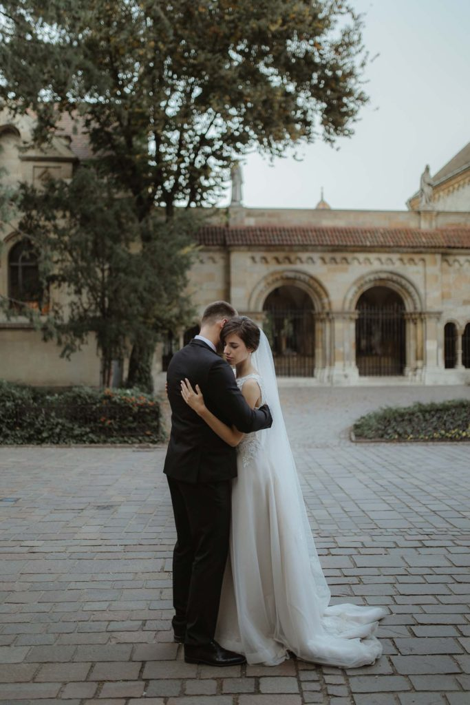 Romantic wedding in Vajdahunyad castle